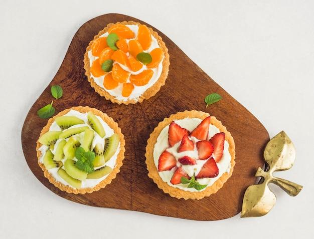 Torta de frutas deliciosas vista superior