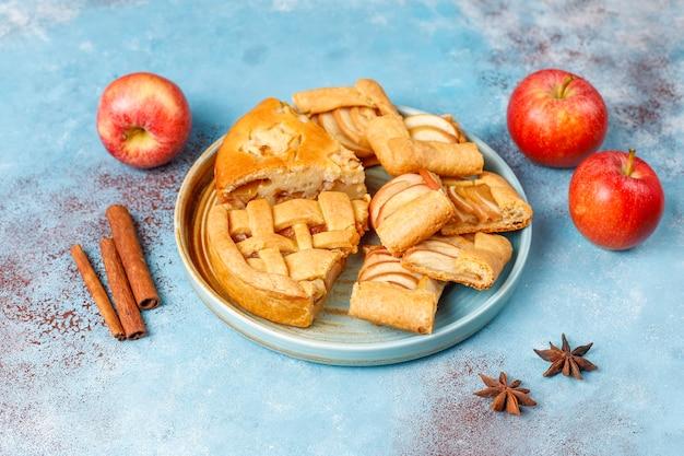 Torta de maçã caseira, bolo e galette