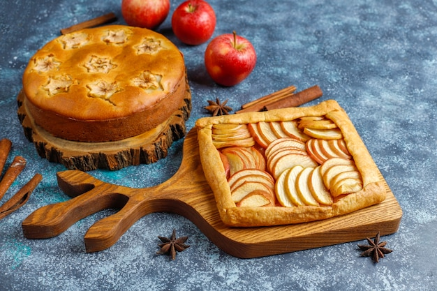 Torta de maçã caseira, bolo e galette.