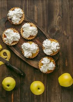 Torta de maçã com chantilly
