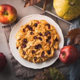 Torta de maçã com cranberries secas