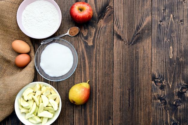 Torta de maçã de ingredientes de cozimento. copie o espaço. vista do topo. lay plana.
