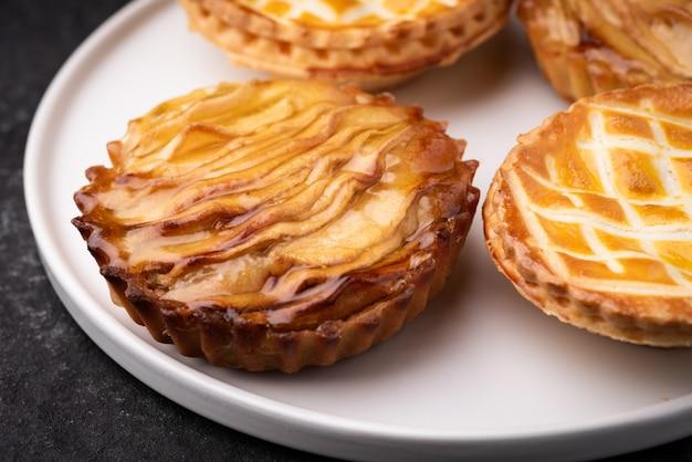 Torta de maçã em comida de prato