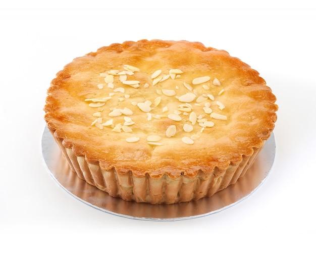 Torta de maçã no fundo branco