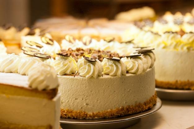 Torta em uma padaria