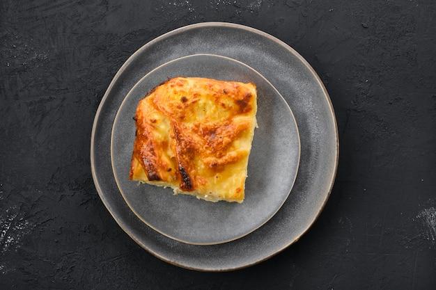 Torta georgiana com achma de queijo