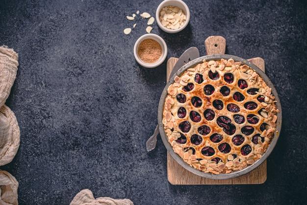 Torta tradicional da cereja do verão julho 4 com treliça bonita