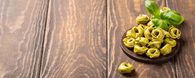 Tortellini caseiro com espinafre, queijo e ricota