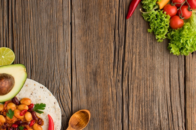 Tortilha mexicana de vista superior com espaço de cópia