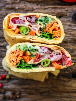 Tortilha ou burrito, recheio de legumes