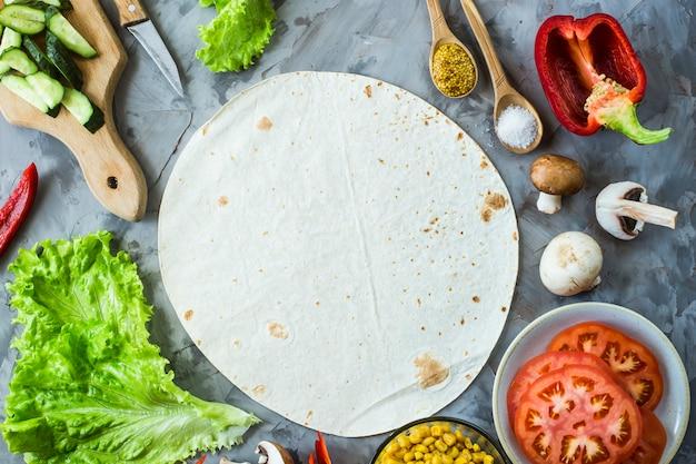 Tortilha para cozinhar burrito vegano mexicano entre os ingredientes