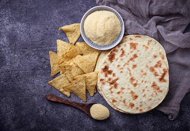 Tortilhas mexicanas, nachos e farinha de milho