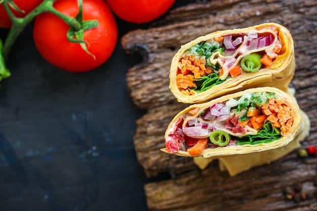 Tortilla burrito wrap recheio legumes lavash