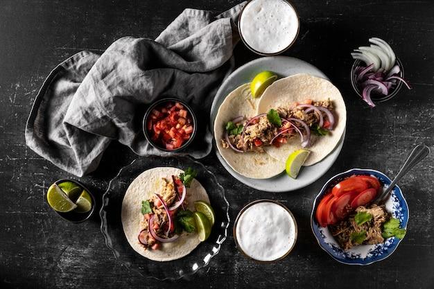 Tortilla com carne e vegetais