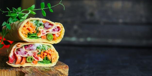 Tortilla ou burrito, recheio, pita, shawarma, legumes