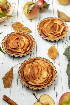 Tortinhas de maçã com recheio de caramelo