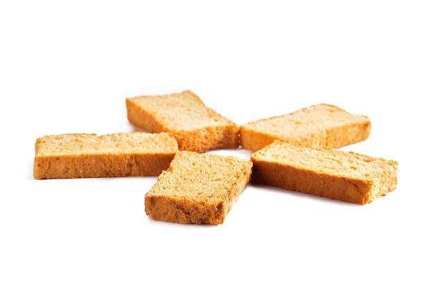 Tostas ou torradas em um fundo branco