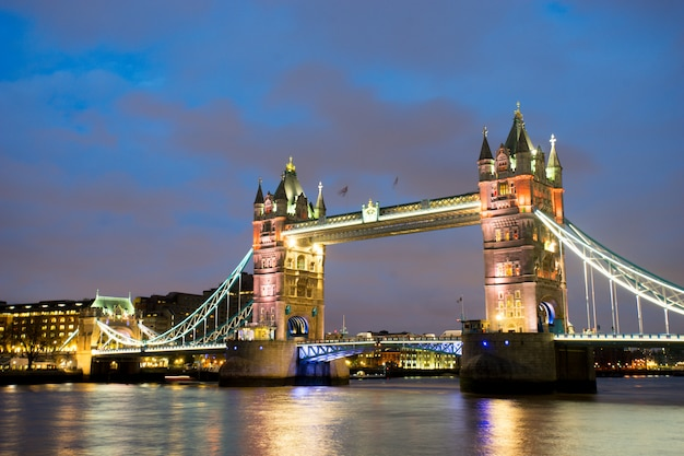 Tower bridge, em londres, inglaterra