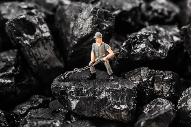 Toy figurine simula mineração de carvão