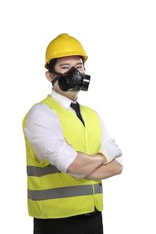 Trabalhador asiático usando colete de segurança e capacete amarelo
