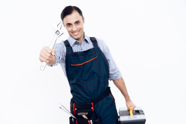 Trabalhador, com, ferramentas, e, chave