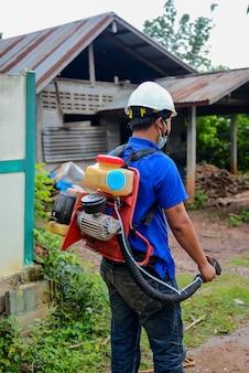 Trabalhador, com, ulv, machine., um, homem, uso, ulv, tipo, para, prevenção, vírus zika, e, dengue, febre, outb