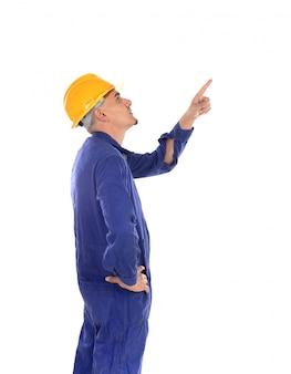 Trabalhador da construção civil com capacete amarelo