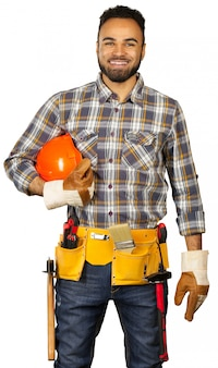 Trabalhador da construção civil isolado no branco