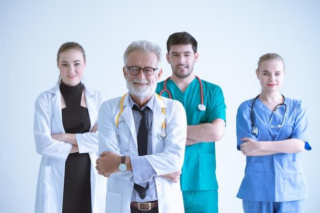 Trabalhador da equipe de médico enfermeiro em pessoas de serviços de saúde do hospital.