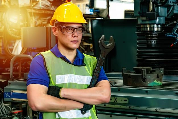 Trabalhador de engenheiro na indústria.