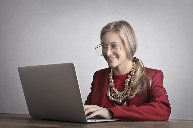 Trabalhador digital feliz