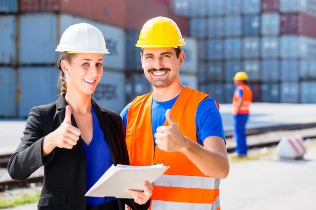 Trabalhador e gerente de empresa de agenciamento de carga
