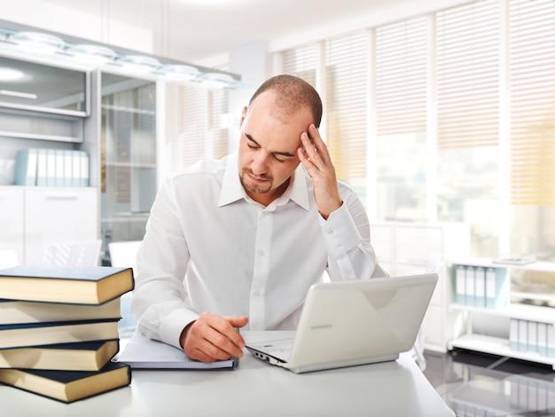 Trabalhador estressado