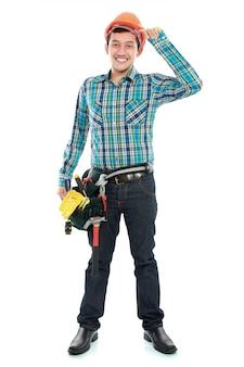 Trabalhador feliz com capacete e cinto de ferramentas