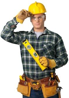 Trabalhador masculino com cinto de ferramentas isolado no fundo
