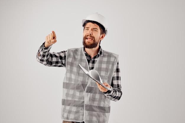 Trabalhador masculino em uma indústria de estúdio de design de trabalho de construção colete cinza