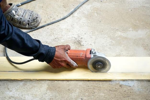 Trabalhador moer piso duro trabalhador com moedor de alto cisalhamento corta corte artificial de madeira