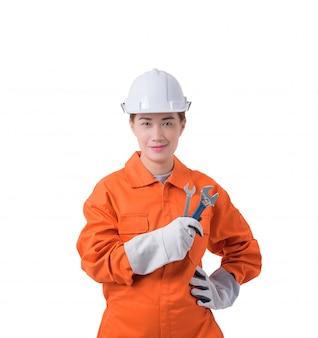 Trabalhador mulher, em, mecânico, jumpsuit, é, segurando, um, chave inglesa