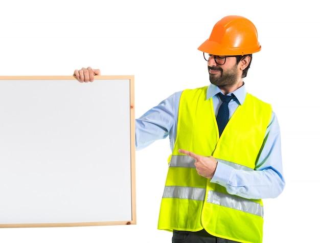 Trabalhador, segurando, vazio, placard