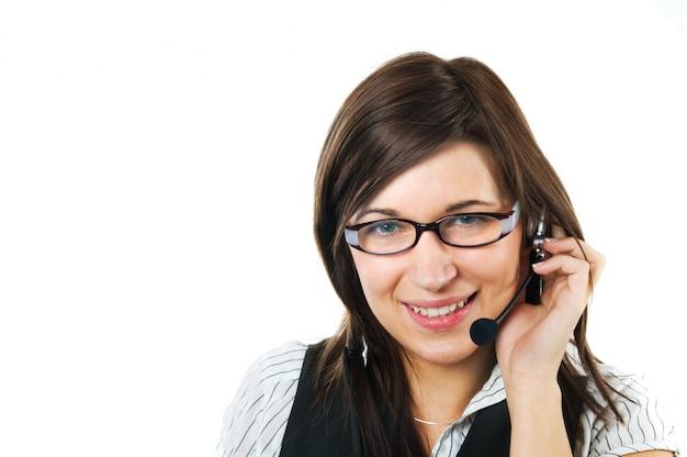 Trabalhador, sorrindo, enquanto usando um fone de ouvido
