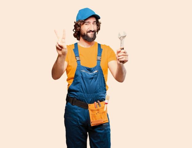 Trabalhador trabalhador manual com uma chave