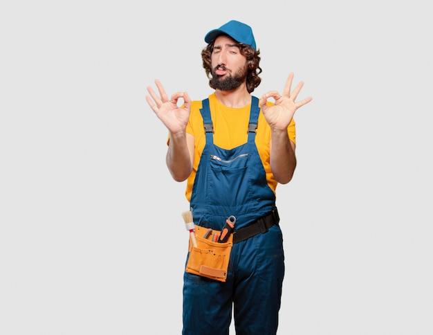 Trabalhador trabalhador manual satisfeito e orgulhoso