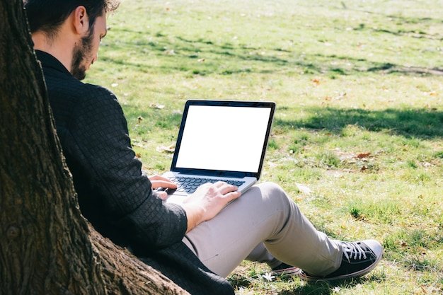 Trabalhando, ao ar livre