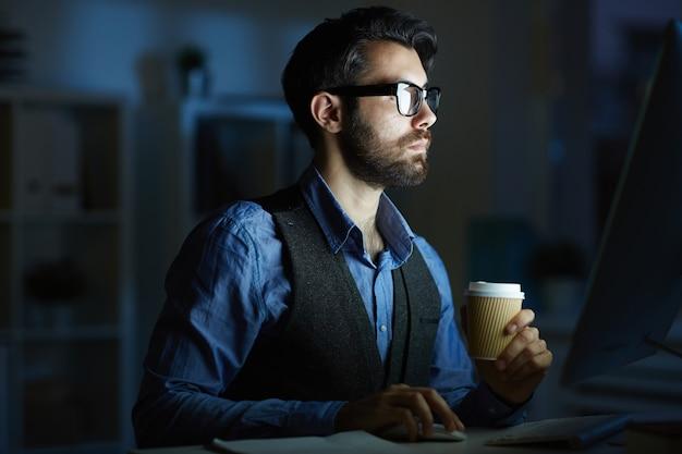 Trabalhando no quarto escuro