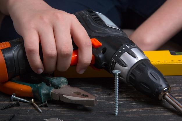 Trabalhar com ferramentas elétricas