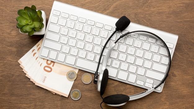 Trabalhar em casa e ser pago conceito
