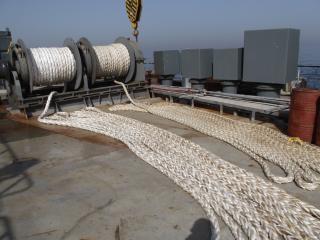 Trabalhar na operação de amarração mar