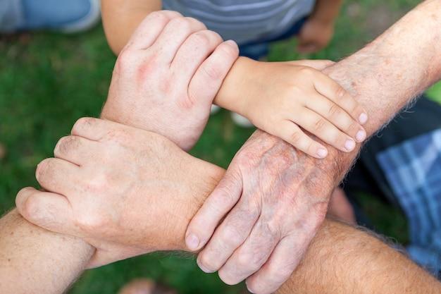 Trabalho em equipe de conexão de mão humana