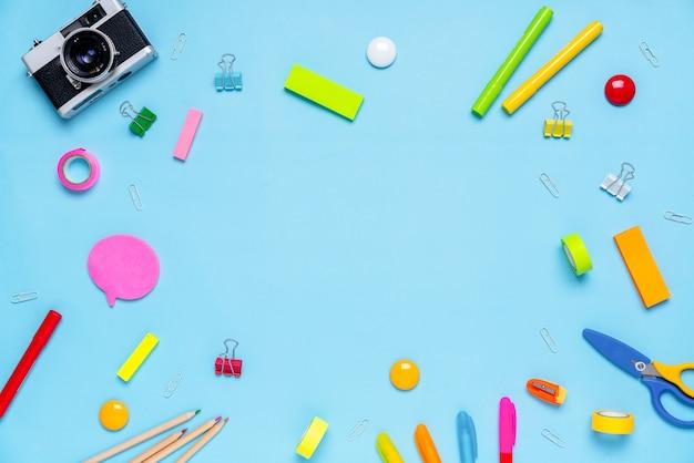 Trabalho escolar colorido increativo estacionário