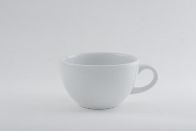 Traçado de recorte de whit branco copo vazio isolado no branco